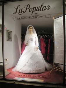 La Pascualita di etalase utama La Popular